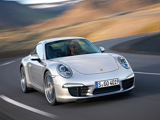 Porsche 911 mostra nuovamente i muscoli