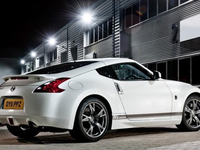 Nissan 370 Z: sportiva coupé o roadster