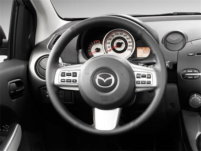 Mazda 2: il restyling alleggerisce il design