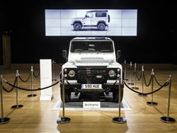 Land Rover  Defender Regina dei Deserti.