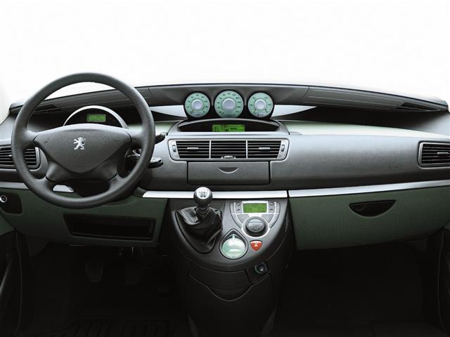 Peugeot 807: la grande monovolume francese