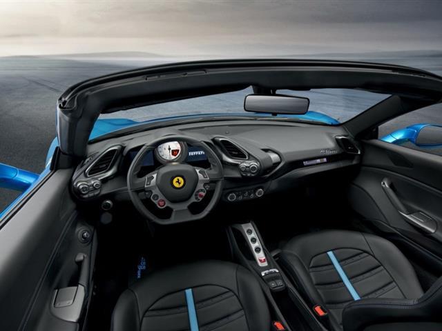 Ferrari 488 Spider pronta alla presentazione